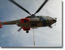 箱根山山頂の中継局まで荷物運搬用道路が未整備で、ヘリコプターを使用